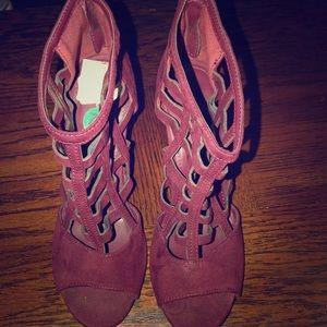 Shoes - Maroon heels nwot